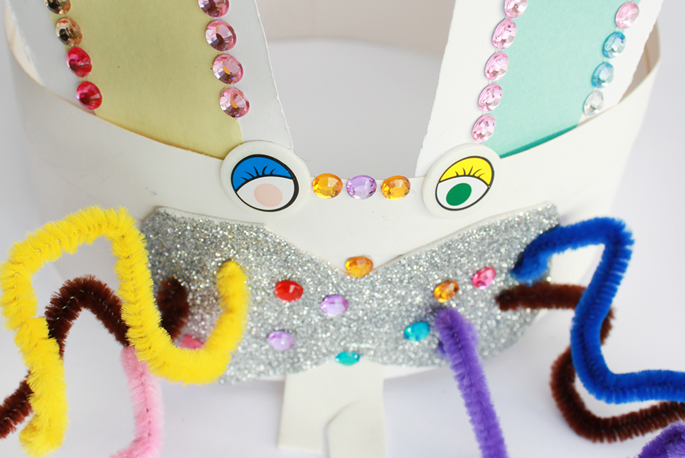 Use the sticky jewels to decorate the rabbit. You're done and it's time to play!