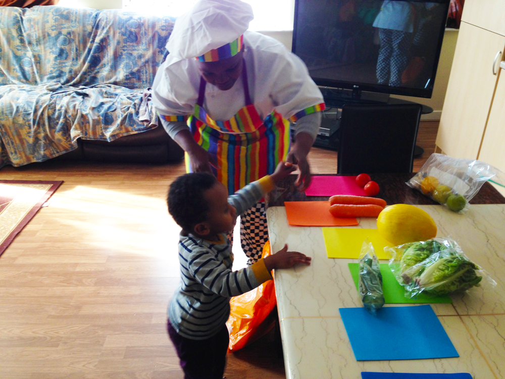 Haarun and the Creative Chef match their lunch ingredients to the colours of the rainbow.